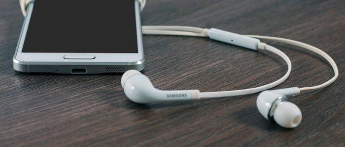 headphones img