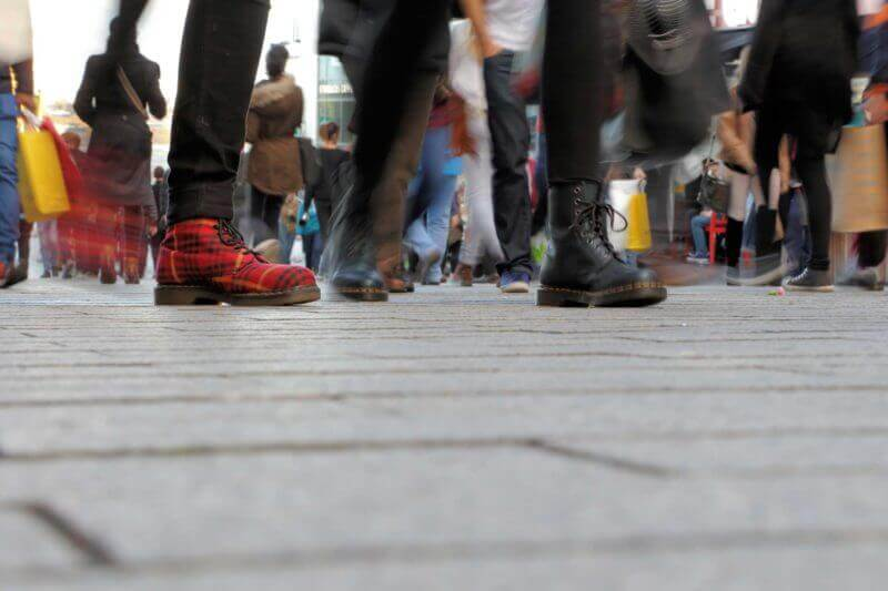 shopping street feet ss 1920 800x533
