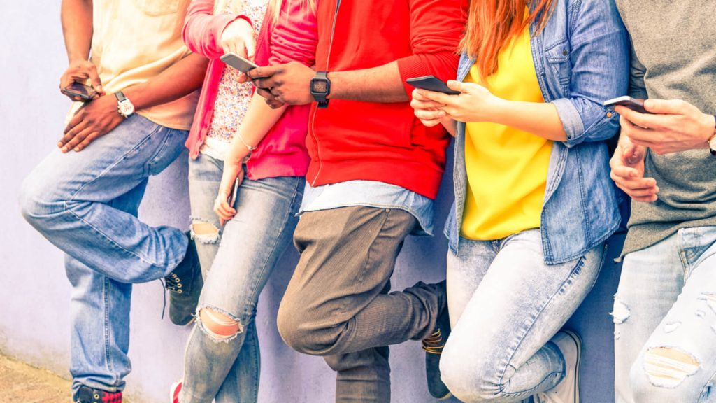 teens mobile smartphones genz youth ss 1920