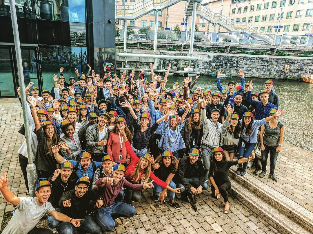 Nooglers smiling, Google pizza making & charging docks