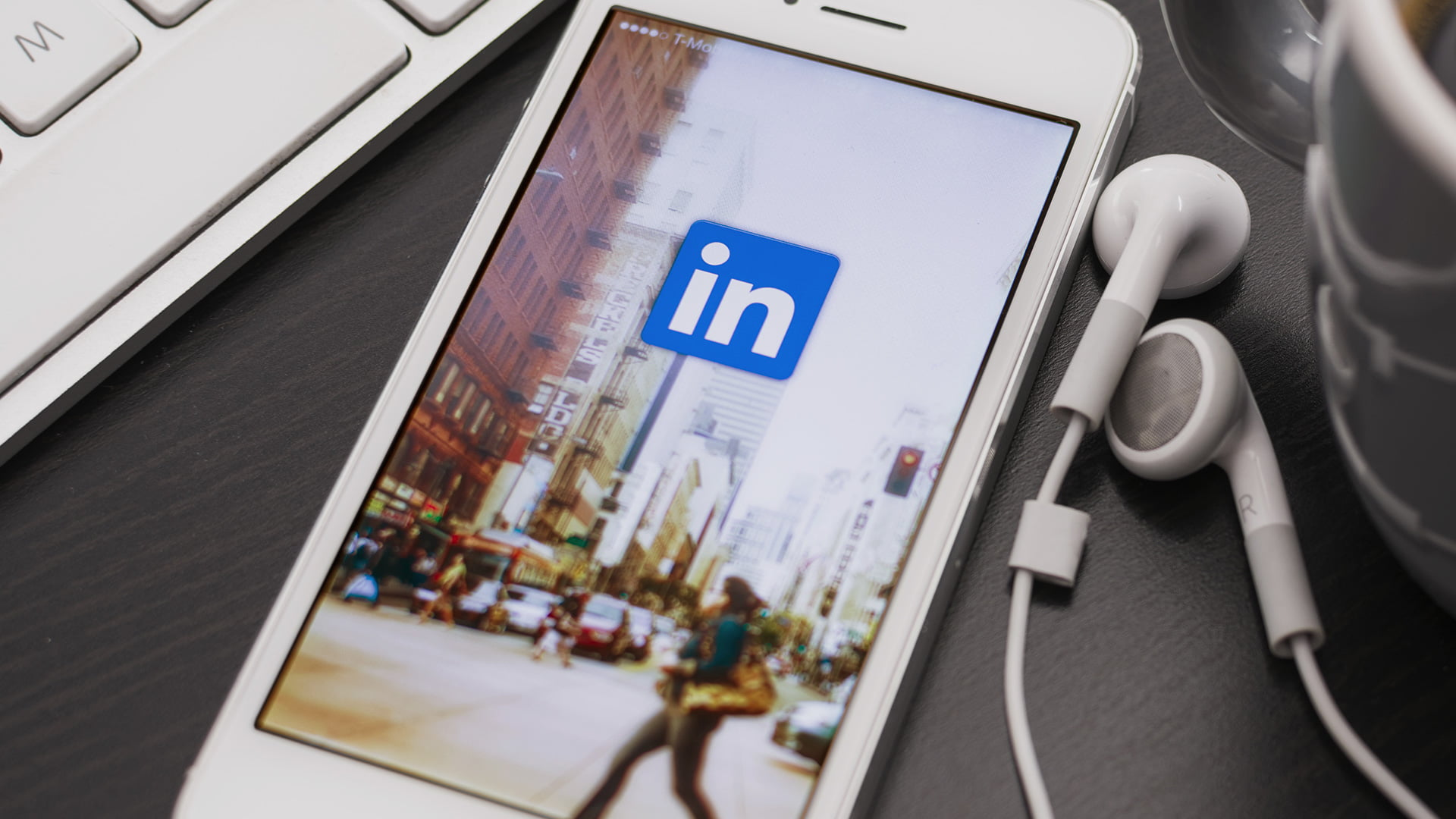 LinkedIn launches autoplay mobile video ads