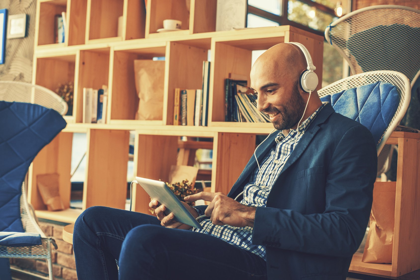 5 Essential Digital Marketing Podcasts That All Marketers and Business Owners Should Be Listening To
