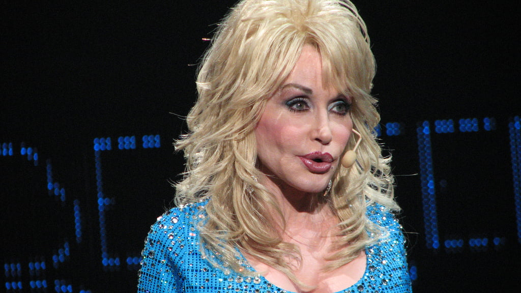 Dolly Parton Praising Donald Trump Over Barack Obama And George W. Bush Is A Fake Quote