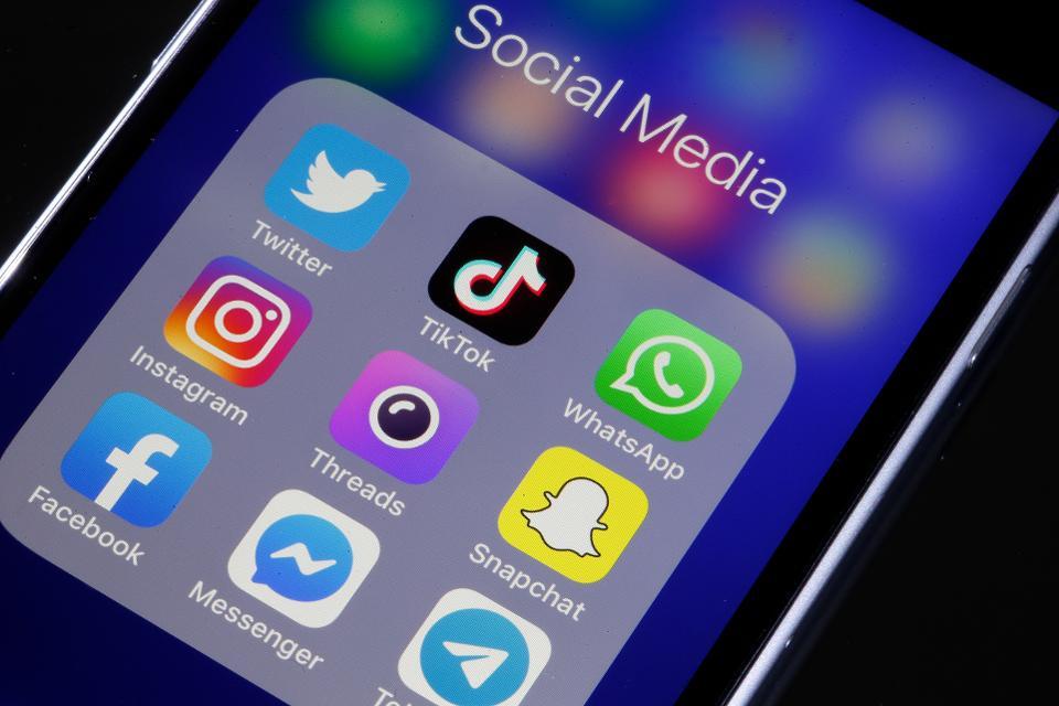 Facebook Apple iOS 13.2.2 camera
