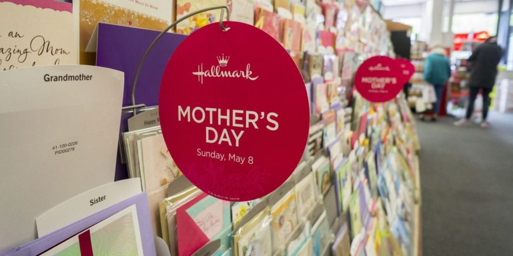 Social Media And E-Commerce Hurting Paper Greeting Card Sales, Critics Say
