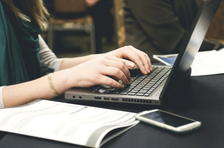 Picking An Online Writing Service For Your Business: Top 5 Tips
