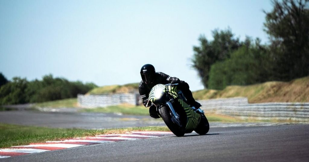 Aston Martin and Brough Superior begin testing the turbocharged AMB 001 motorcycle - Roadshow